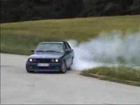 La puissance de la BMW E30 ALPINA B6