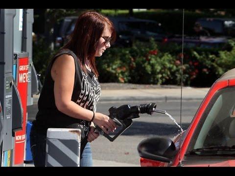 Женщины на заправке. The women behind the wheel at the gas station.