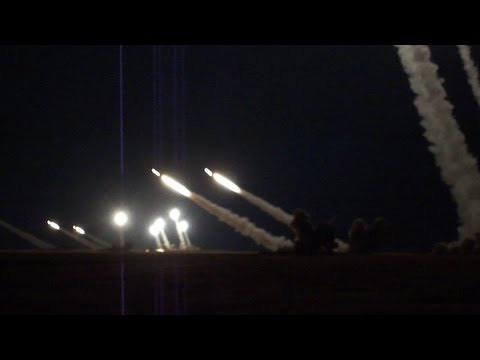 Descargas de baterías Smerch iluminan el cielo ruso en ejercicios militares
