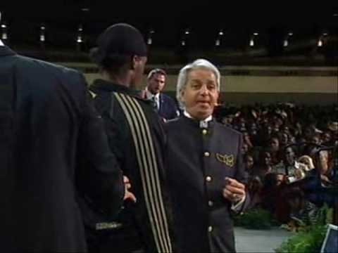 Benny Hinn - Fire Anointing Falls at Miracle Service (2)