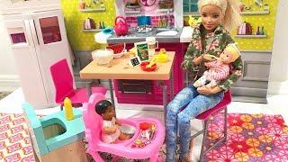 Barbie Doll Babysitting!