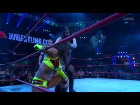 Sarita vs Daffney (TNA Xplosion 2010/09/16)