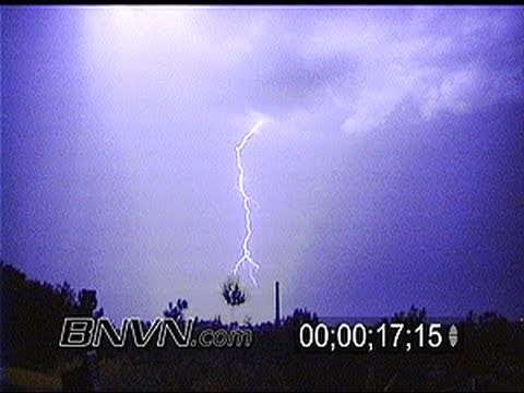 7/23/1999 Dangerous Lightning Video with close strikes