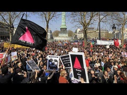 image vid�o  الألاف يتظاهرون في باريس بين مؤيد ومعارض لزواج.