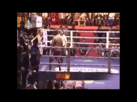 Riddick Bowe's Muay Thai fight 6/14/2013