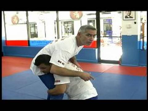 Mixed Martial Arts Techniques : Leg Throw Move in MMA Image 1