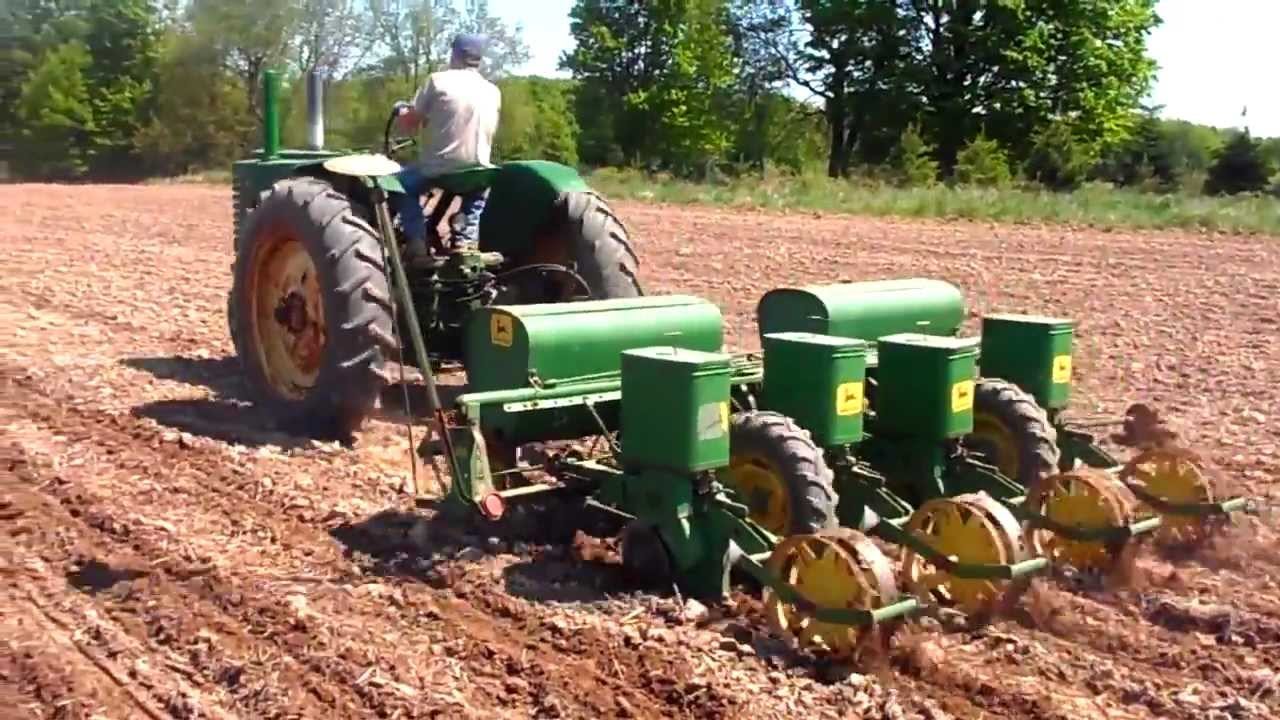 1947 John Deere G Planting Corn With 1240 Planter Youtube