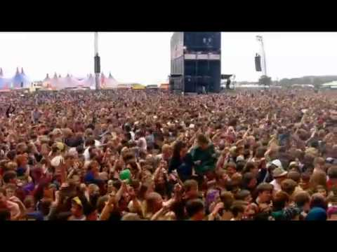 Crystal Castles - Plague Live at Reading Festival 2012