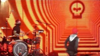 |-/ 03 Guns For Hands (+ Stressed Out reprise) + 04 Migraine [Live in Phoenix, AZ]