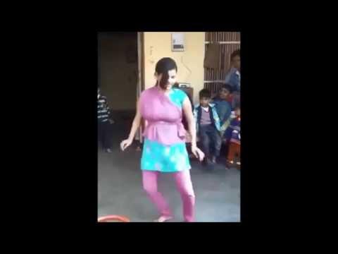 Desi Indian Cute Girl  Chikni Chameli Valgur Dance Huge Boobs ! video