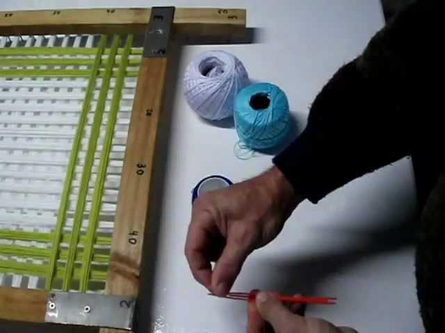 Tapete de lana artesano, hecho con bastidor de madera.