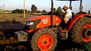 Tractor KUBOTA M9540 ARADO 4 DISCO  Robursa Tracto Agrícola.