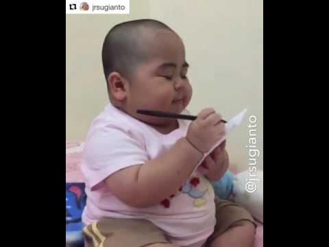 Kocak!!!!,anak kecil bisa baca menu dari orang tua mereka