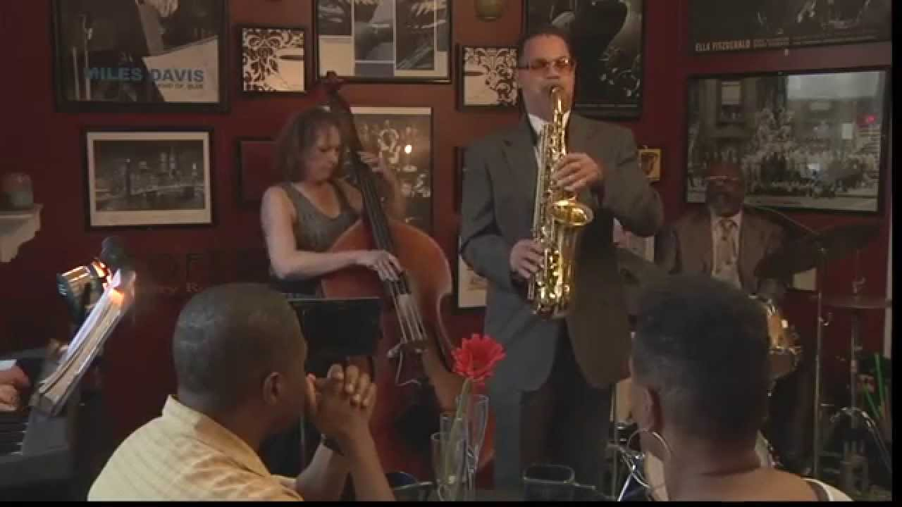 John High solo on Blue Bossa with Sam Belton Trio, City Net Cafe, Milwaukee, WI. John is author of Chord/Scales and Diagrammed Approaches for Improvisation h...