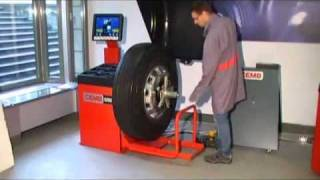 CEMB C202SE Industrial Truck Wheel Balancer With Pneumatic Lift