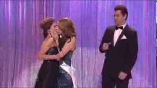 Kate McKinnon & Nasim Pedrad kiss on SNL sketch