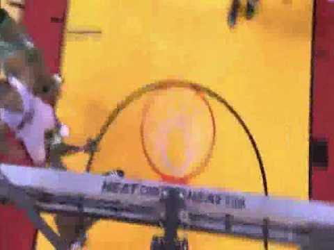 paul pierce dunk on channing frye. heat gives channing frye a