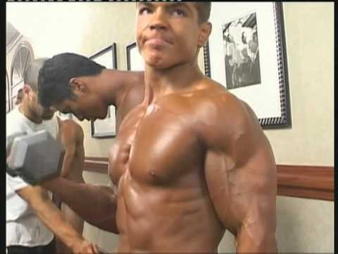 Bodybuilder Muscles Backstage - YouTube
