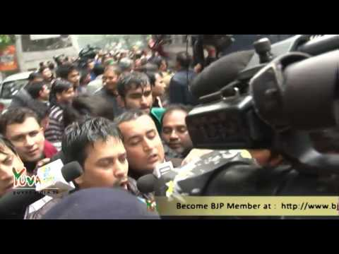 Protest at Rahul Gandhi's residence against Himachal Pradesh CM, Virbhadra Singh.