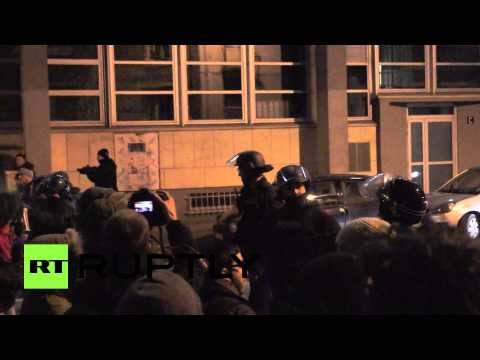 Police use batons in brutal clashes with Rennes protesters, France