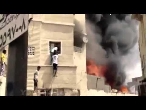 شاب تشادي بطل ينقذ طفل من حريق هائل في جدة حي النزلة.flv
