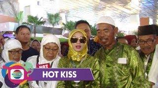Hot Kiss Bersyukur Zaskia Gotik Boyong Keluarga Umroh Ke Tanah Suci