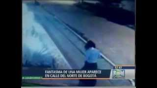 Mujer Fantasma grabada en las calles de Bogota Colombia