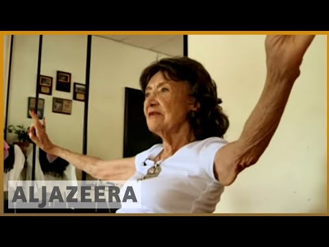 World's oldest yoga teacher still going strong