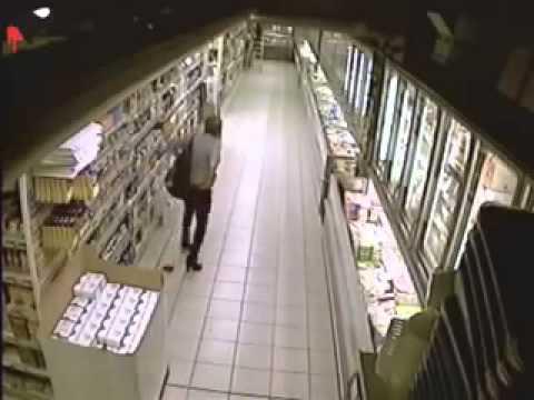 Женщина сходила побольшому в супермаркете!