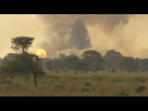 ESCAPE FROM BENTIU AS TROOPS ADVANCE - BBC NEWS