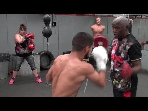 Hilarious! Girl steals private lesson from Floyd Mayweather Sr.