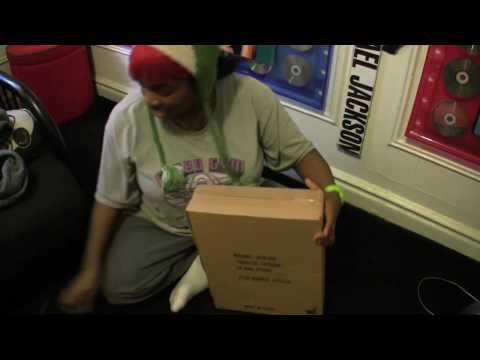 Michael Jackson Hot Toys Thriller Doll Unboxing.