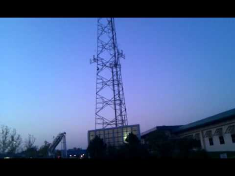 MAN CLIMBS RADIO TOWER TULSA, OKLAHOMA AMATEUR VID