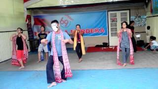 Eklesia Prodaksen: Tari Topeng Malangan Di Balai RW 01 Desa Kebonagung