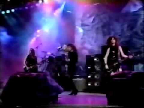 The Bangles walk Like An Egyptian  walking Down Your Street Live Mtv Awards 1987 video