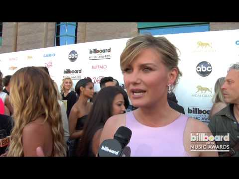 Jennifer Nettles on the 2013 Billboard Music Awards Blue Carpet