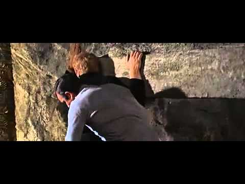 James Bond se bat contre un grand méchant blond, extrait de On ne vit que deux fois (1967)