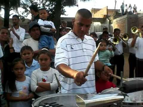 CHUY PLAYING LAS TAROLAS