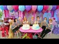 Twin Barbie & Ken's Birthday Party with Friends! Pesta ulang tahun Barbie Festa de aniversário