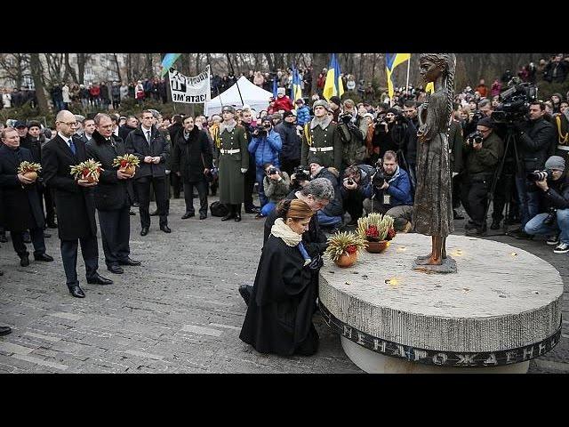 Ucrania recuerda la Gran Hambruna sufrida durante la época estalinista en plena crisis en el…