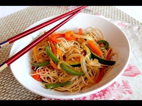 Wok de fideos de arroz chinos con verduras / Vegetable Rice Noodles