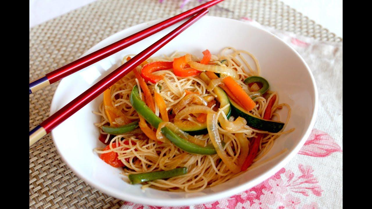 Wok de fideos de arroz chinos con verduras salteadas - Arroz con verduras y costillas ...