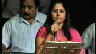 toofan mail...karishma sings Kaanan Devi superhit song at sangeet smriti function.flv