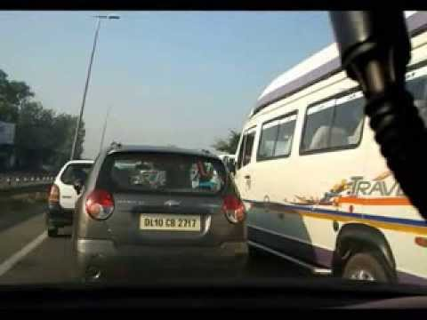 Tempo Traveller Breaking the lane and the queue NH8 Delhi Gurgaon Expressway Toll Plaza
