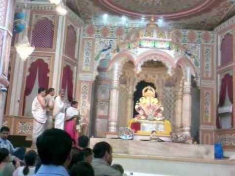 Dagdusheth Ganpati  Aarti 29-09-2012 Visarjan Day video