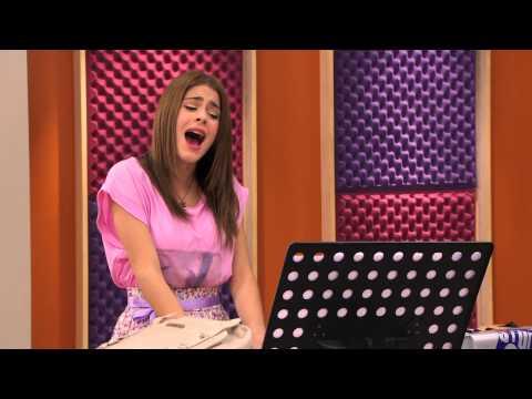 "Violetta canta ""Podemos"" | Momento Musical | Violetta"
