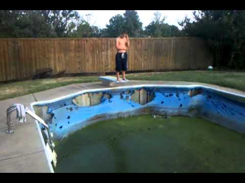 Gross swimming pool jump youtube for Hagebaumarkt swimmingpool