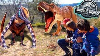 EL T-REX SUPERCOLOSAL de JURASSIC WORLD y los PTERANODONES 😈😱DANI y EVAN con Dinosaurios voladores