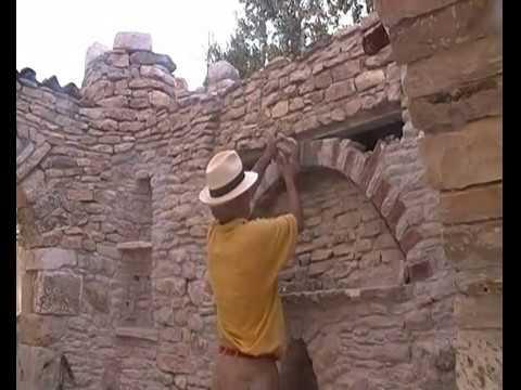 Toritto come realizzare arco di pietre e mattoni for Piani di fattoria in mattoni