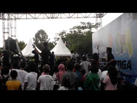 Veki N' Friends - Kekasih Terhebat With Anji Live - Pesta Ertiga (Taipa Beach Palu Sulawesi Tengah)